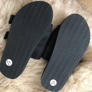 Shoes - Strapped slides